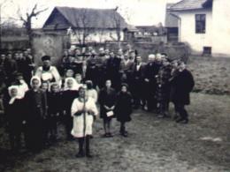 Procesja z obrazem św. Andrzeja Boboli - na zdjęciu ks. proboszcz W. Słonina i parafianie